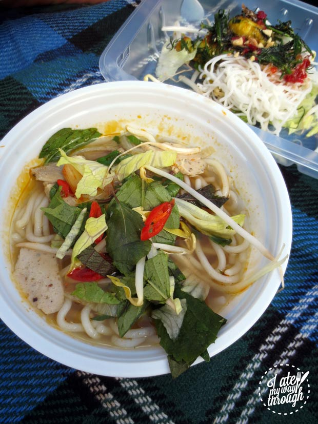 Vietnamese noodle soup - VoviCare ganh hang tinh thuong Vietnamese charity lunch