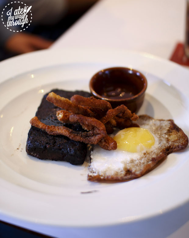 blood pudding; blood sausage; egg