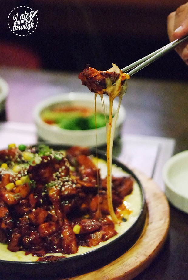 Chilli Chicken with cheese pull
