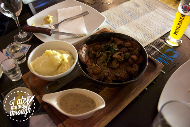 Veal with mushrooms and mash