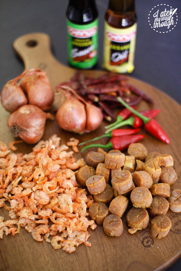 XO sauce ingredients, dried scallops, dried shrimp, fresh and dried chillis, shallots