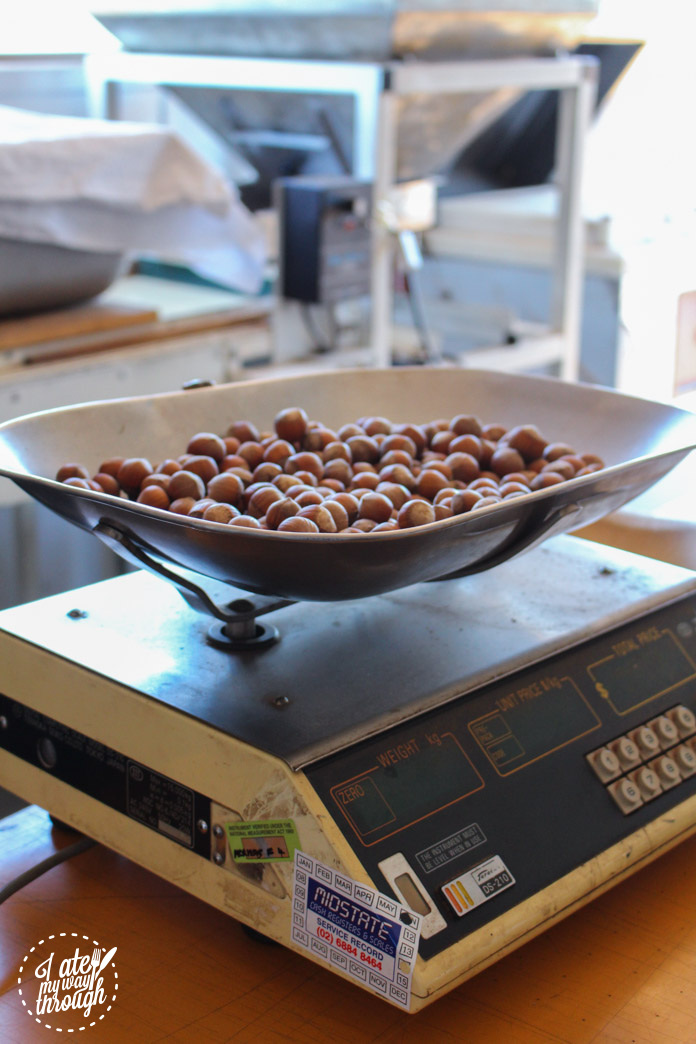 Weighing hazelnuts