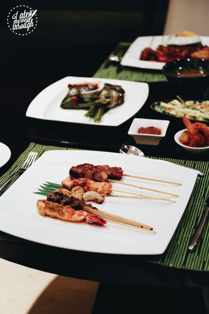 Sate campur - mixed charcoal grilled satay skewers