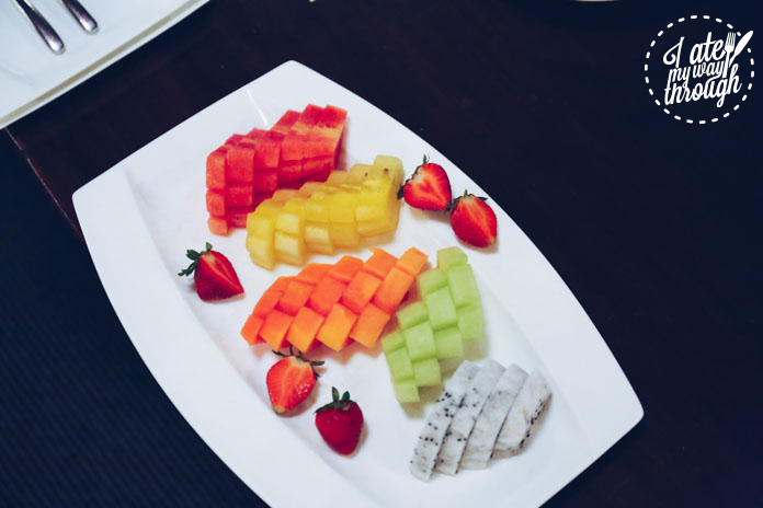 Fresh fruit platter as part of the Bebek Betutu set